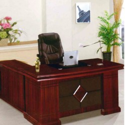 طاولة مكتب خشبية